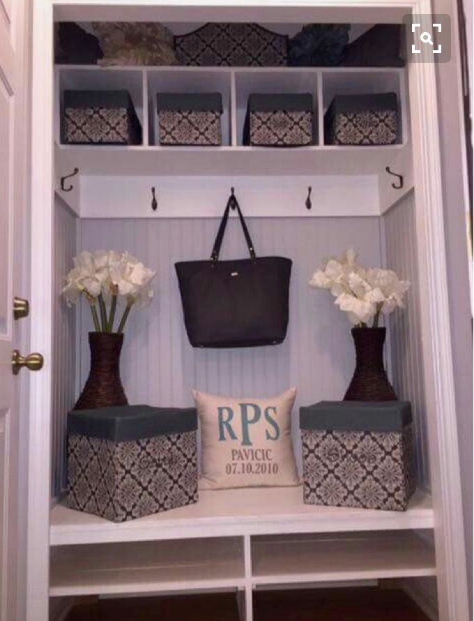 Mudroom organization; organize your entryway with Thirty-One's Your Way Cubbies, catch all bin and coordinating baskets! www.bagsandbins.com