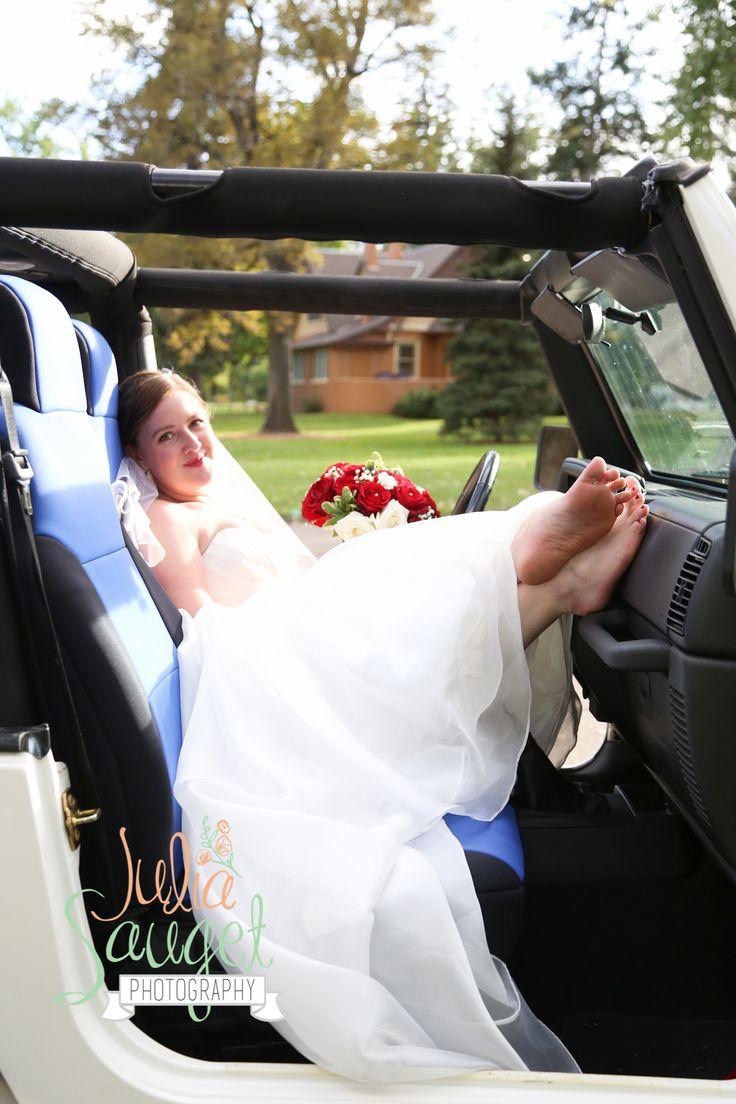 Jeep wedding picture. Bridal portrait. Denver, CO wedding. Julia Sauget Photography