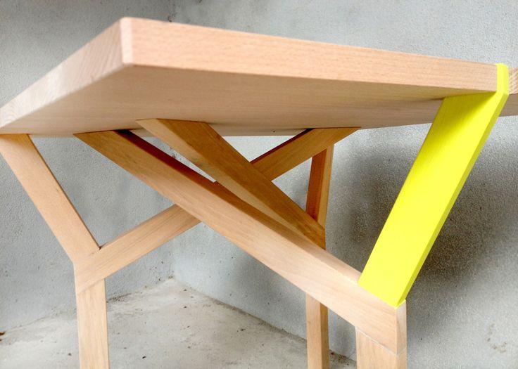 I love it....and I wanti it!!!  TALI' è un tavolino interamente realizzato in legno di faggio italiano, di facile utilizzo per il soggiorno e camera da letto. E' componibile a incastro realizzato in diversi formati e altezze, a partire da un piano pari a 54x54 cm. Leggero da sollevare, nella sua forma ridotta può essere utilizzato anche come tavolino da disegno per bambini. Disponibile in due versioni: gamba del tavolo gialla o verde.