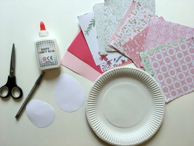How to make an Easter Egg Wreath out of paper!