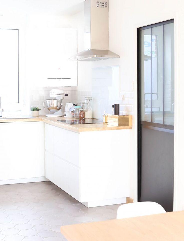 Cuisine IKEA, Scandinave, blanc, épurée, VOXTORP, minimaliste, porte coulissante industrielle