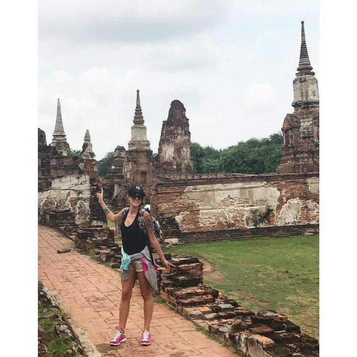 🌳 Visite du temple Wat Mahathat. Temple de ruines magnifiques à ne pas louper  train #gare #station #thailand #temple #ruine #roadtrip #road #sacados #north #trek #trekking #elephant #monkey #entrefilles #copines #adeuxcestmieux #besoinderien #folie #travel #voyage #plaines #avions #folie #bouddha