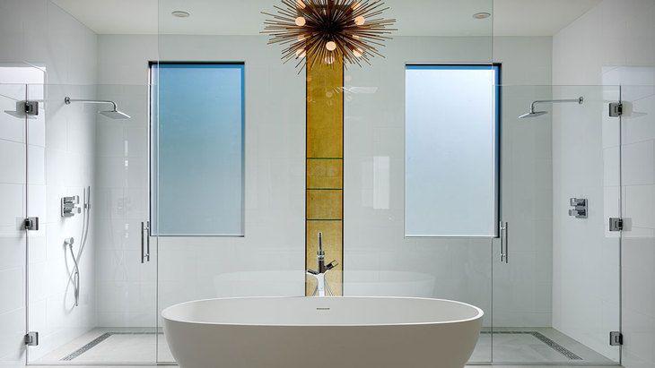 Современный дизайн Современный интерьер ванных комнат вообще не ставит жестких рамок в выборе аксессуаров, мебели и сантехники. Современный дизайн ванной комнаты выглядит привлекательно, полностью соответствует функциональному назначению помещения для всей семьи. Дизайн ванной комнаты ориентирован на комфорт ежедневного использования, предельная простота форм и натуральность материалов. Минимализм стеновых украшений экономят пространство комнаты, а современная люстра в цвет вставки на стене…
