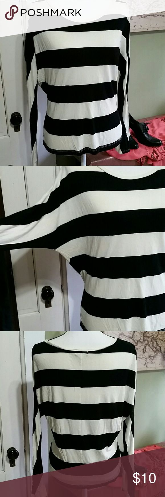 Striped long sleeve bat wing top Old Navy long sleeve bat wing jersey black and off white never worn size sp Old Navy Tops Tees - Long Sleeve