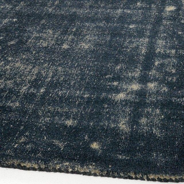 Tapis bicolore bleu/gris en laine, Eberling AM.PM : prix, avis & notation, livraison.  Le tapis Eberling. Tout en nuances de bleu et de gris son aspect bicolore donnera un style vintage à votre salon.Véritable élément de décoration, isolant thermique et phonique, le tapis réchauffe l'atmosphère, structure l'espace et apporte du confort. De grande qualité, les tapis AM.PM sont fabriqués ar...