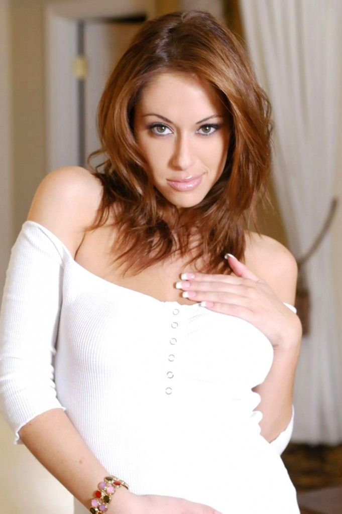 Cassia Riley Nude Photos