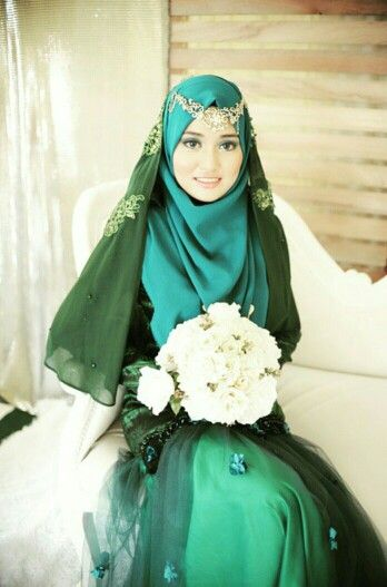 Green wedding hijab.. photo by shahkasahiasphotography