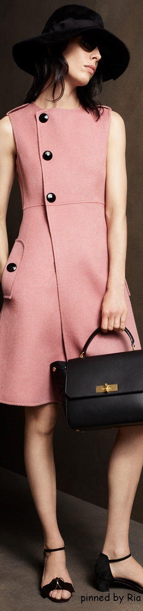 vestido tapado manga corta sobrero negro de color rosa