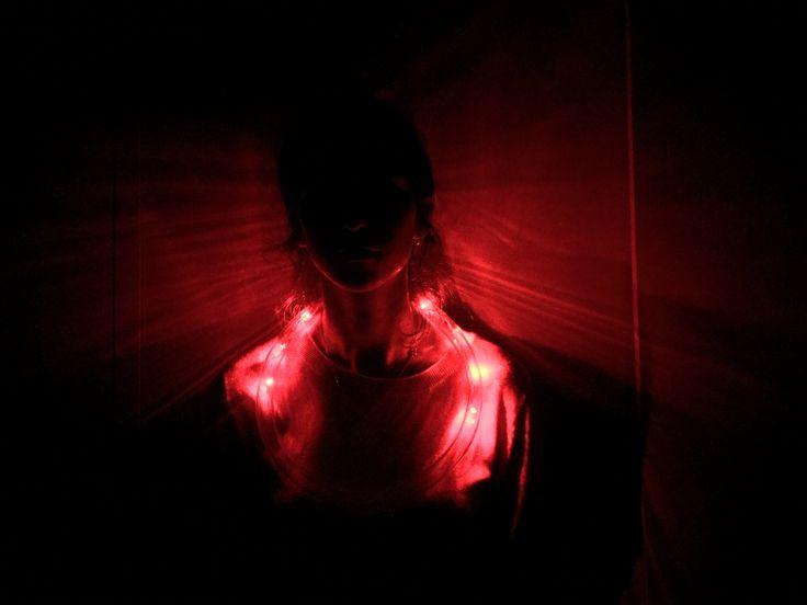 Onderzoek naar licht - diepzeevissen en diepzeedieren maken natuurlijk licht door lichtgevende organen, dit doen ze door hun prooi te lokken - dit vond ik interessant en wou het gebruiken in mijn halsstuk. (duidelijkere foto komt nog )