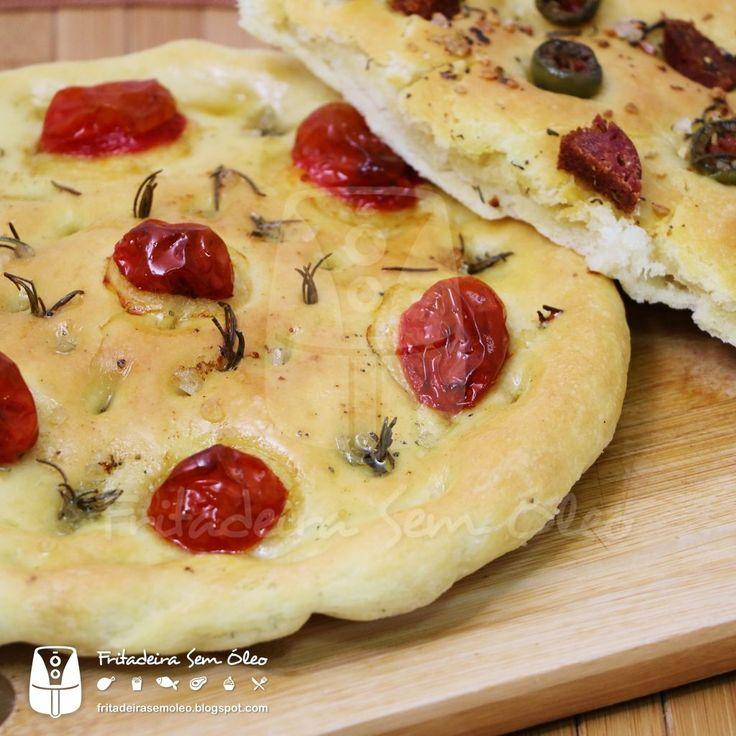 Para quem não conhece essa delícia, a focaccia é uma espécie de pãozinho de origem italiana, baixinho e com coberturas deliciosas e sem limi...