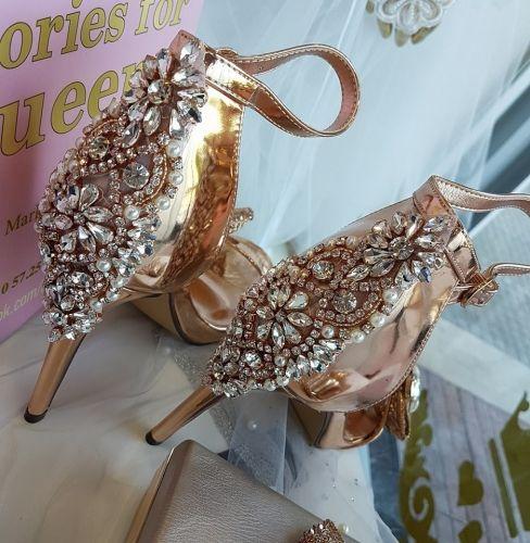 Χειροποίητο πέδιλο stories for queens στολισμένο με κρύσταλλα  http://handmadecollectionqueens.com/χειροποιητο-γυναικειο-πεδιλο-με-κρυσταλλα  #handmade #fashion #sandal #heel #footwear #summer #spring #storiesforqueens #πεδιλο #χειροποιητο #υποδηματα