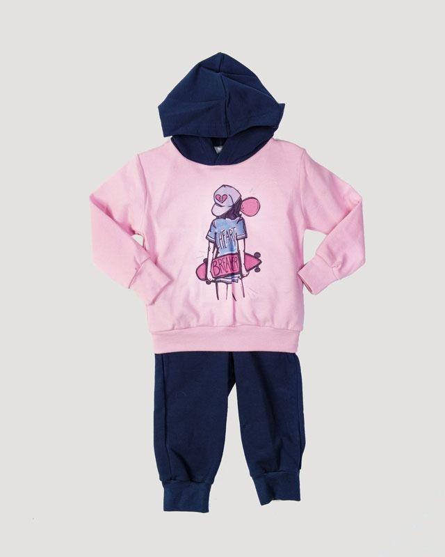 b447c3cd549d Φόρμα για κορίτσια από απαλό ύφασμα φούτερ. Η μπλούζα έχει κουκούλα και  τύπωμα. Το παντελόνι έχει λάστιχο στη μέση και στο…