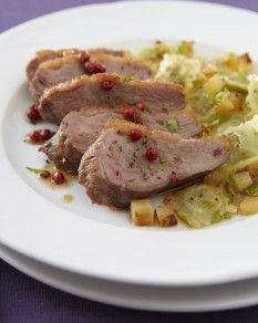 Magret de canard rôti, poêlée de ravioles à poêler Comté et fruits d'hiver - Recette de l'atelier des chefs