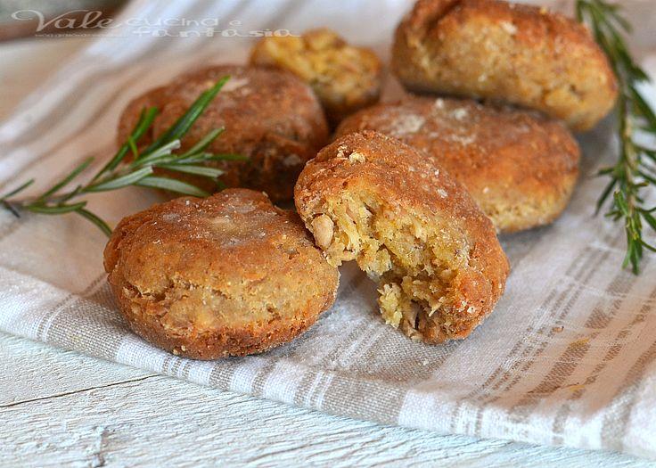 Polpette di tonno pane e parmigiano velocissime, golose si sciolgono in bocca, ideali per un secondo veloce e per antipasto aperitivo e finger food