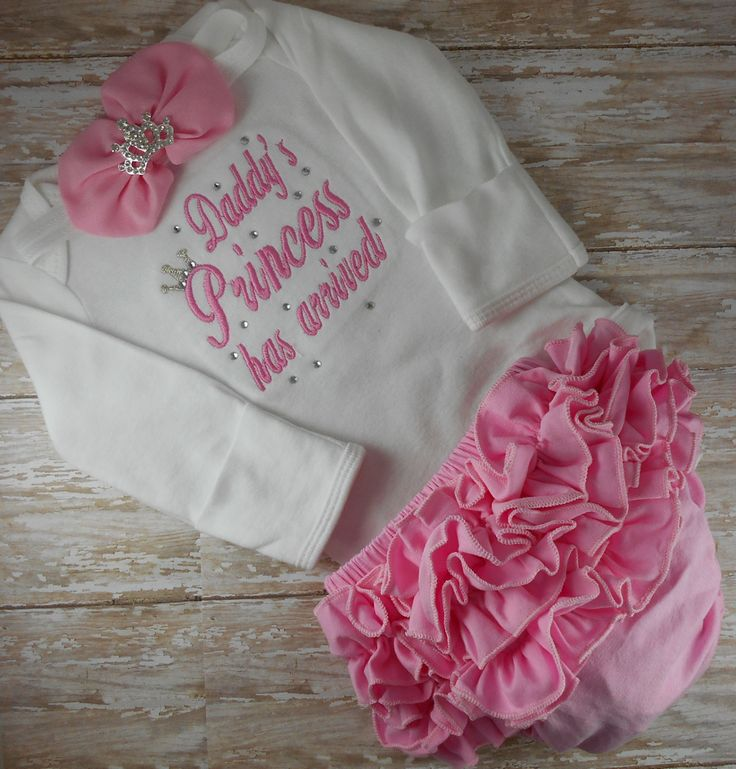 Daddys Princess Has Arrived embroidered newborn baby girl bring home from the hospital outfit. Make this cute little number your baby girls first outfit in your choice of size and color. This custom embroidered bodysuit is available in long and short sleeves and comes with the
