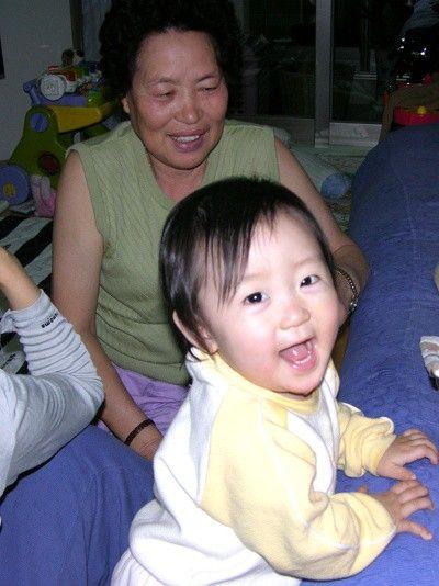 유진이 돌, 할머니와 함께 - 홍순석 싸이홈