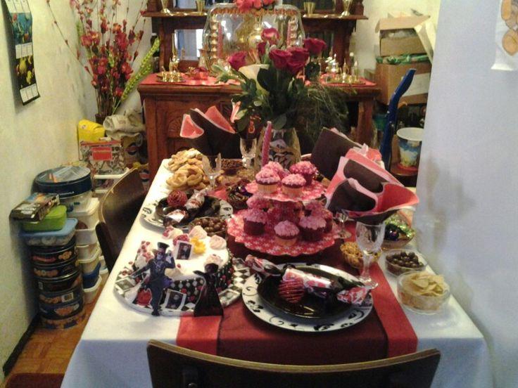 Alice in wonderland eid table theme