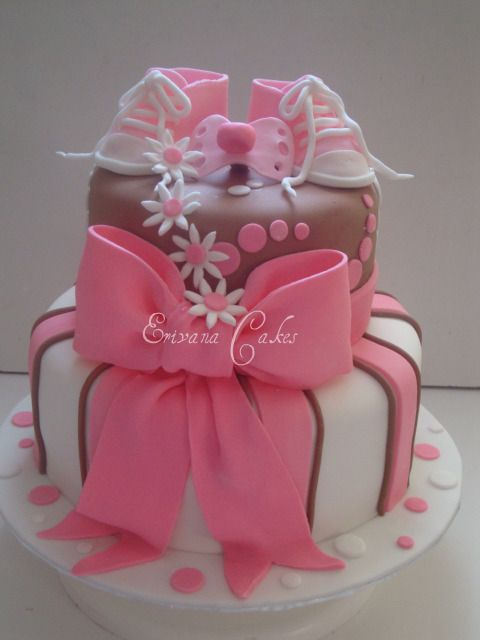 Baby Shower Cake... instead of shoes gonna put a maternity picture on top or initial
