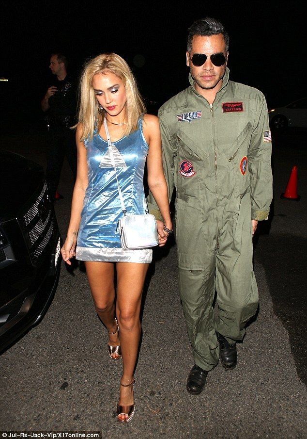 jessica alba goes blonde bombshell in 90s look for halloween party - Romy And Michelle Halloween Costumes