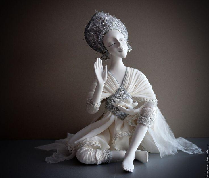 """Купить """"Santi"""" коллекционная кукла - серебряный, шанти, индия, коллекционная кукла, кукла интерьерная"""