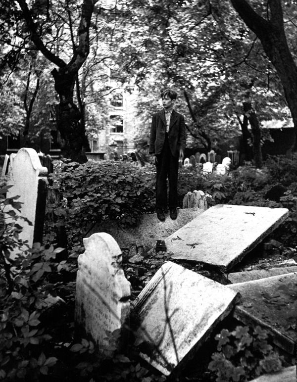 In the cemetery of St John, Wapping
