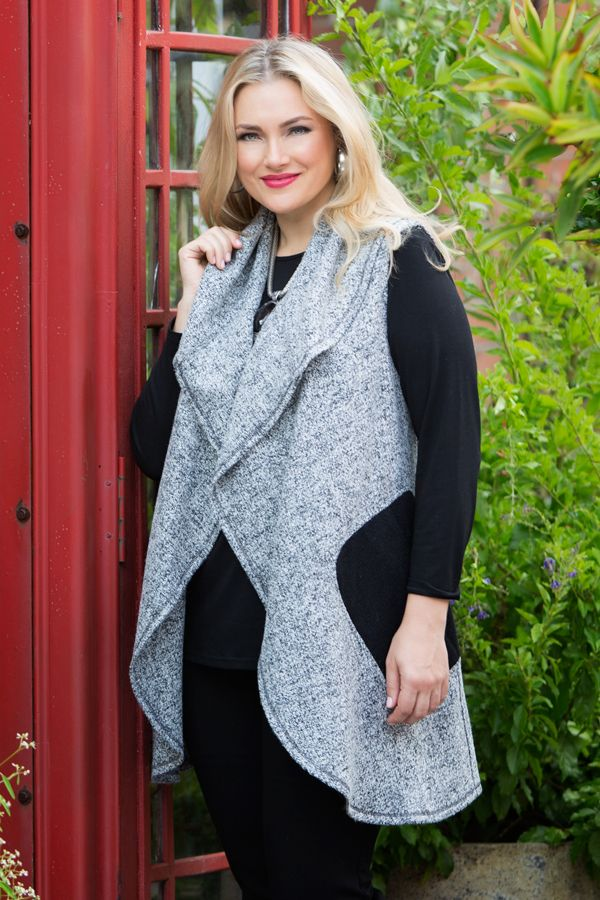 6602 Salt N Pepper Vest - The Salt N Pepper Vest is a wonderful everyday piece to add to your winter wardrobe. The fabric is so warm and will slot into any winter outfit due to its simplicity. Wear with a long sleeve Warm Handle Basic Top in black for the complete look. Features two large black pockets and a large shawl collar for style.