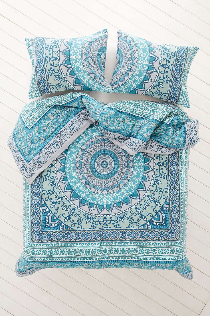 Plum bow katara medallion comforter urban outfitters awesome and style - Blue beds for girls ...