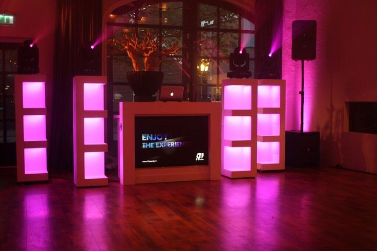 Exclusieve wedding DJ show with two extra LED Pillars! http://www.17sounds.nl/bruiloft-dj