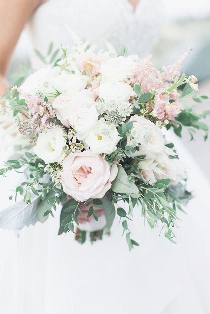 Pin By Karolina Niedzwiedz On Bukiet Slubny In 2020 Spring Wedding Flowers Purple Wedding Bouquets White Wedding Flowers