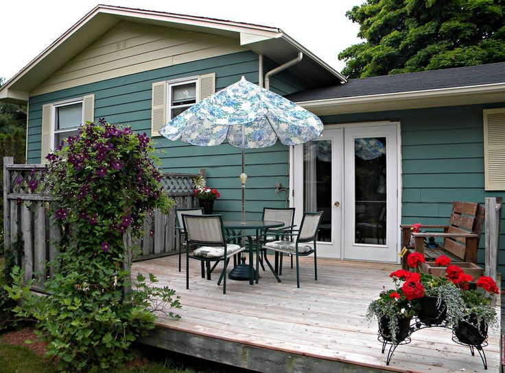 Bed & Breakfast in Stratford, Canada. 2 bedrooms - $75 each, queen/double beds, 1 shared bathroom.  5 km from Charlottetown city centre, this bed and breakfast in Stratford offers free Wi-Fi and a continental breakfast with fresh baked muffins, seasonal fruits, and  homemade preserves...