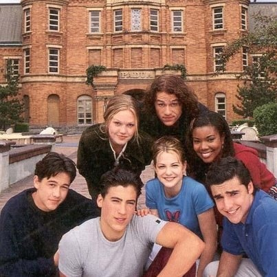Joseph Gordon-Levitt (Cameron James), Andrew Keegan (Joey Donner), Julia Stiles (Kat Stratford), Heath Ledger (Patrick Verona), Larisa Oleynik (Bianca Stratford), Gabrielle Union (Chastity) and David Krumholtz (Michael) - Cast of 10 Things I Hate About You (1999) #williamshakespeare #thetamingoftheshrew