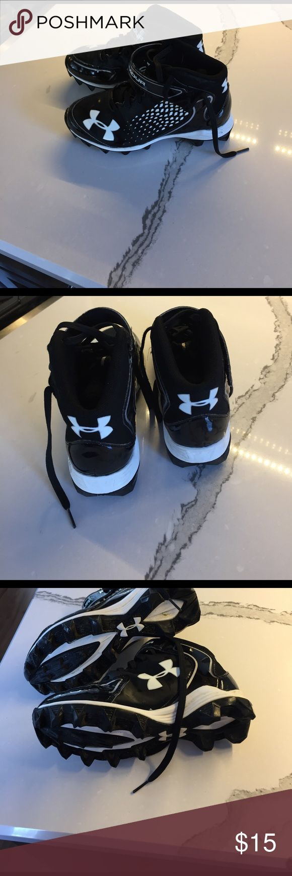 Under Armour Boys football cleats Worn one season.  Good condition Under Armour Shoes