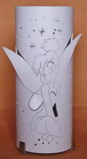 lámpara de pvc. calada con dibujo infantil en relieve pvc y pletina de alumnio,material electrico,patas metálicas calado a mano