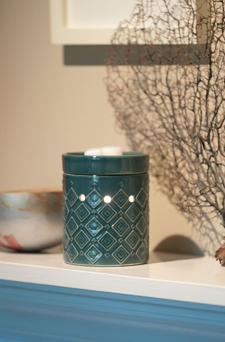 Hydro Mid-Size Scentsy Warmer    Deeply embossed diamonds create a sleek pattern on Hydro's glossy teal base.