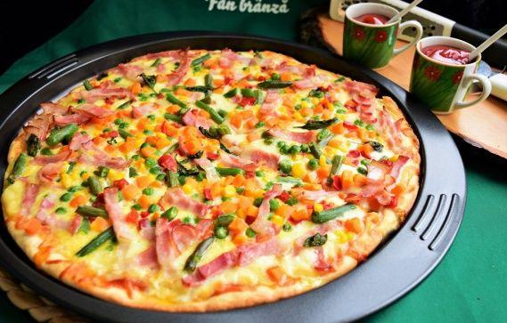 Pizza cu legume mexicane, bacon și mozzarella | Rețete Merișor