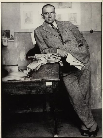 : Alexander RodchenkoPoet Vladimir Majakovskij in redazione, Mosca 1927