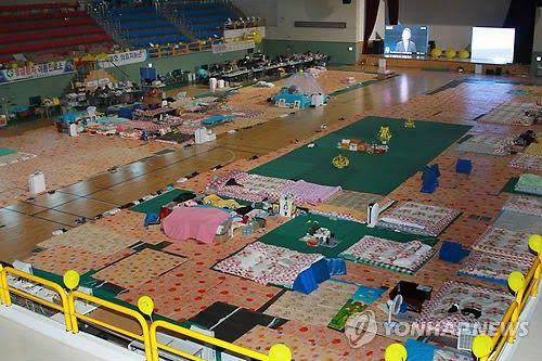 ちゃんねるにゅーす+1: 【画像】 セウォル号遺族が寝泊まりしていた体育館の現在 2ch「ケナンチャヨ」「マジ!?すげえw」