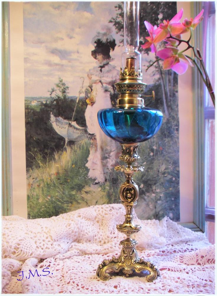 les 12 meilleures images propos de lampe p trole sur pinterest fleuri et bronze. Black Bedroom Furniture Sets. Home Design Ideas