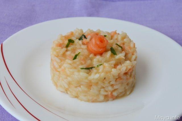 Risotto al salmone, scopri la ricetta: http://www.misya.info/2012/09/25/risotto-al-salmone.htm