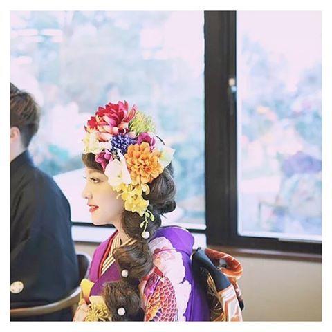 ☞ @nao.1111 ◡̈⋆*✩⑅* ≪着物メディア≫ 成人式の振袖より格がぐんと高い花嫁振袖に大きなカラフルお花のアレンジが華やか出張ブライダルヘアメイクさんのヘアアレンジです * ∞-*-∞-*-∞-*-∞-*-∞-*-∞-*-∞-*-∞-*-∞-*-∞-*-∞ ❁ KIMONO BIJIN 〜女の子のための着物メディア〜❁ 着物をたのしむ着物美人さんや着物や和小物に関する素敵なInstagramをご紹介していきます✩*॰¨̮ ∞-*-∞-*-∞-*-∞-*-∞-*-∞-*-∞-*-∞-*-∞-*-∞-*-∞ * * #着物 #プレ花嫁 #和婚 #ヘアアレンジ #卒業式ヘアセット #卒業式 #美容師 #きもの #和装ヘア #japan #ヘッドドレス #引き振袖 #和装 #袴ヘア #大振袖 #fashion #日本 #成人式ヘア #japanesegirl #kanzashi #着物コーディネート #卒業 #和服 #kimono #着物ヘア #hairarrange #기모노 #kimonohair#花嫁#花嫁ヘア * ✩削除ご希望の方はお知らせくださいませ。