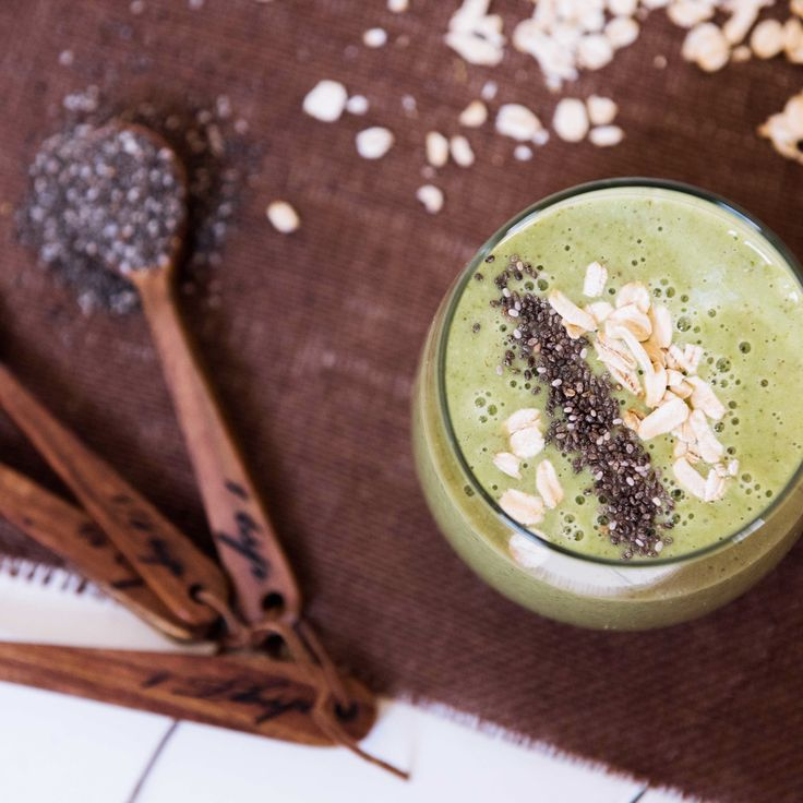 Start your morning right with an energy-boosting breakfast smoothie!