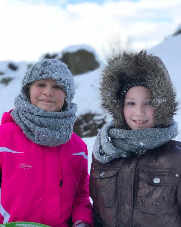 One of my January 2017 new iPhone 7 Plus tests in outdoor conditions in shadow portrait mode telephoto lens f/2.8 ISO 20.  Jeden z mých testů iPhone 7 Plus testů ve venkovních odmínkách ve stínu.  Teleobjektiv clona 28 portrétní mód bez retuše ISO 20. Opravdu věrné podání barev  #notedited #portraitmode #lowlight #Olivie #dof  #january #2017 #trebic #czech #iso20 #outdoors #sankovacka #snow #snih #shadow #naturallight