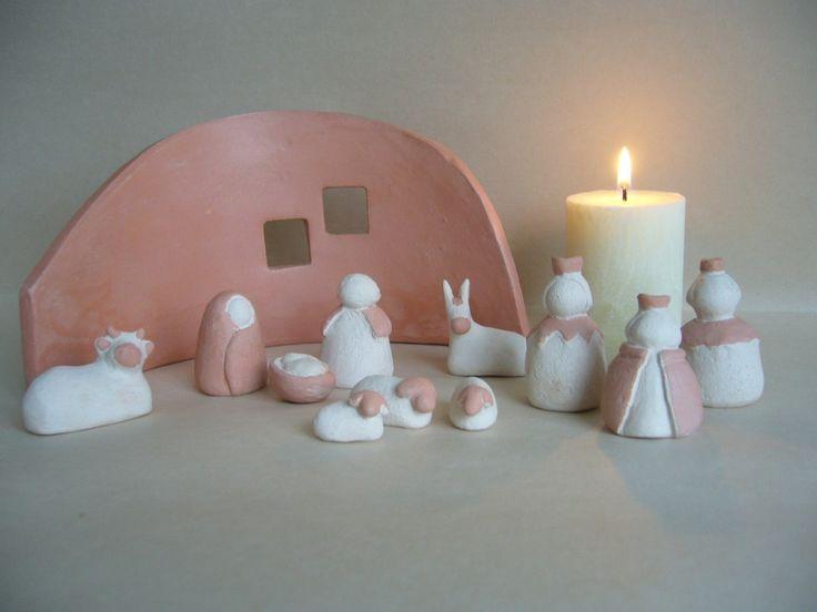 Crèche de Noël petite,stylisée, en terre cuite blanche,engobe 'rose