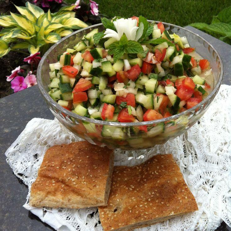 Salad Shirazi - Insalata di Cetrioli, Pomodori, Cipolla e Menta  | #vegan #vegetarian