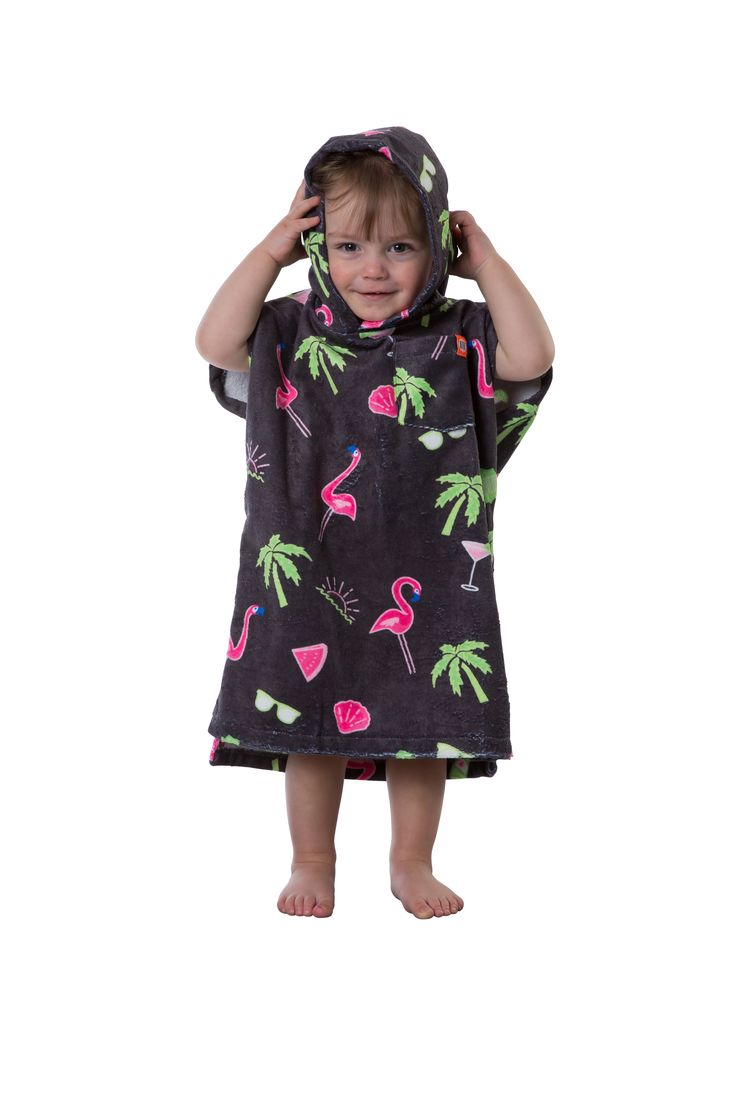 Bye bye Shivers, Goose bumps and blue lips! (Even our little ones have the right to get dry whilst wrapped up and cosy) With either Gus Gus or pink flamingos, the PONCHO BABIES is ideal for warming them up and giving them the freedom to run around whilst sheltered from the wind.  #baby #warm #poncho #cute #diy #flamingo