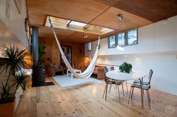 this Amsterdam houseboat rental w/ indoor hammock :o