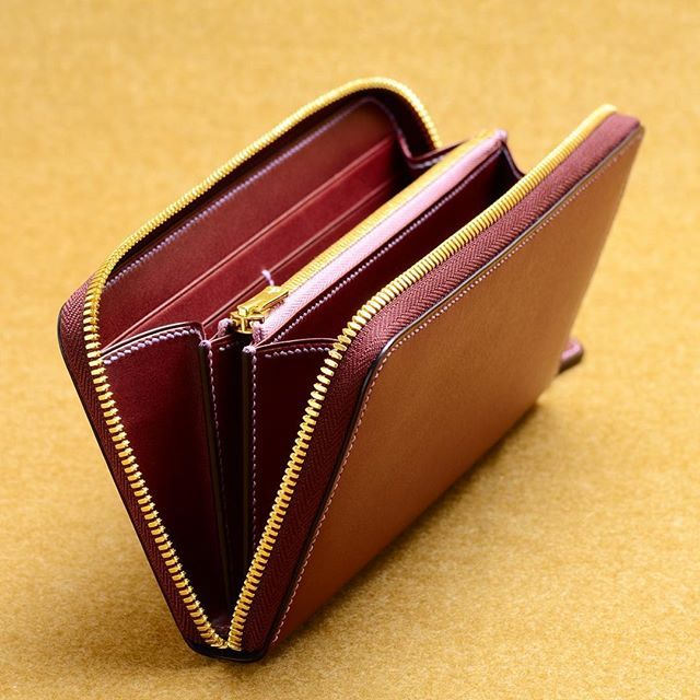 Making of a zipper wallet.  #ordermade #bespoke #bespokeleather #leather…