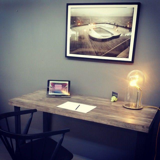 #skrivebord laget av pooldekket til #SSNorway (bilde over) elsker disse materialene #håndlagetavoss #barefordeg #bærekraftig #allemål #industrielt #scandicool #sibastno8 www.drivved.no  Pris/info➡post@drivved.no