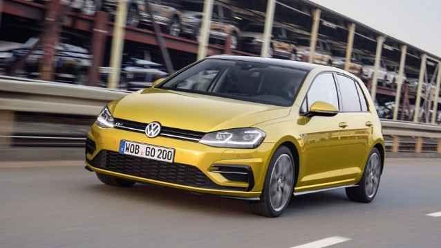 Golf VII nuova edizione: restyling Volkswagen con più comfort e sicurezza E meno male che si doveva trattare di un aggiornamento: non oso pensare a cosa sarebbe stato della Golf nel caso fosse arrivata l'ottava generazione! Lo stile non cambia di molto: va bene, piccoli ag #auto #golf #vokswagen