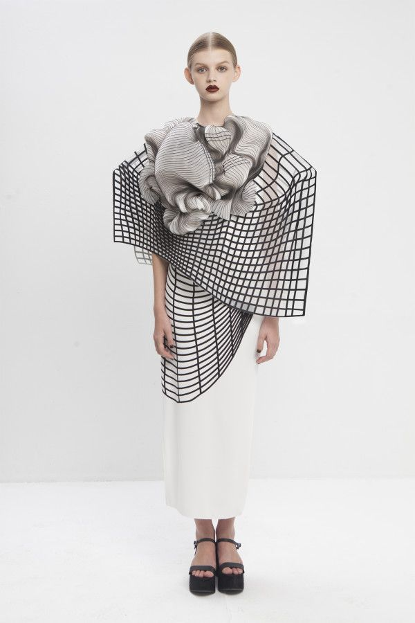 Sculptural Fashion with graphic patterns & 3D-printed shapes; innovative fashion design // Noa Raviv